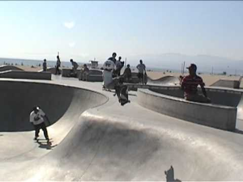 6 ear old skateboarder better than most adults – tears it up! (Can't let Daniel see this!)